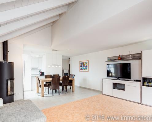 Wohnzimmer Dachwohnung Beringen-Architekturfotografie-Immoshooting