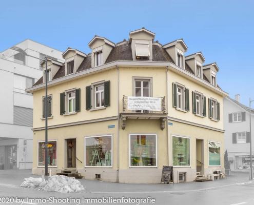 Geschäftshaus fotografiert und freigestellt von Architekturfotografie Immo-Shooting