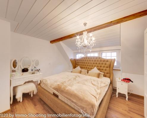 Schlafzimmer Dachwohnung von Architekturfotografie Immo-Shooting